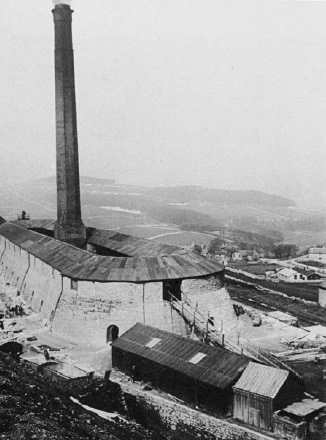 Hoffmann kiln at Harpur Hill, Buxton, courtesy of 'Picture the Past'. This kiln has now been demolished. It is reported (Leach) that the kiln was lit in 1872 and the fire never went out until 1944 when the kiln went out of use.